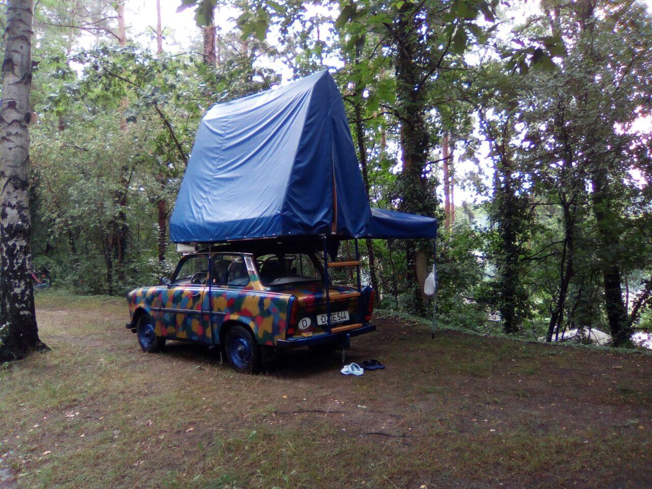 Trabi_Zelt_Natur_Campingplatz