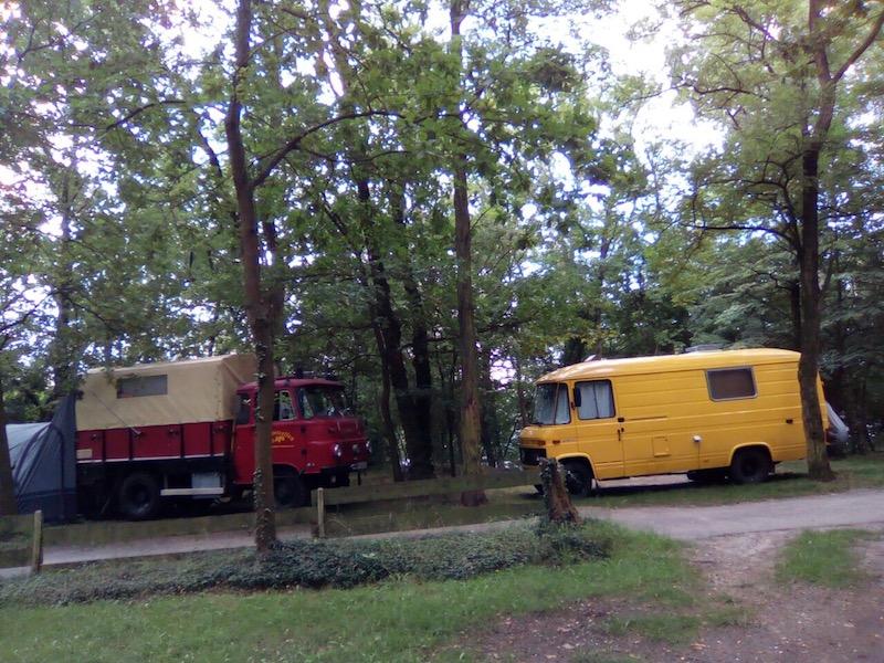 LKW_Wohnmobil_Natur_Campingplatz