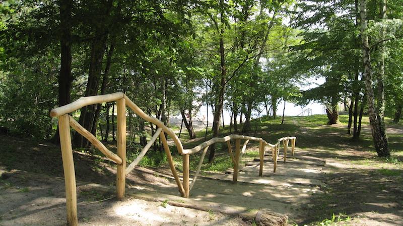 Weg_zum_See_Natur_Campingplatz